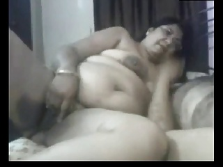 Mature webcam aunty