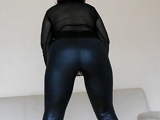 Perfekt bore in lether leggins adjacent to fuckhole