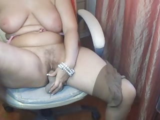 Plump Mature Plays helter-skelter Herself