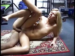 Blonde Cutie Gets Her Ass Drilled Chips Gym's Session