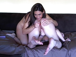 Milf and Teen  doing a lesbian show