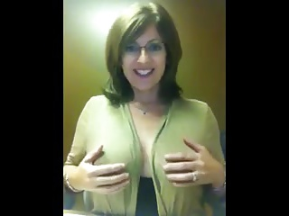 Down in the mouth Glasses Milf Whit Boobs