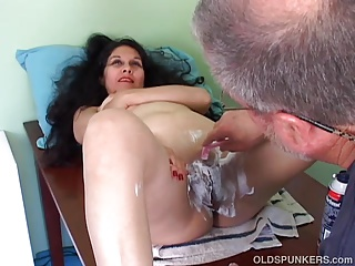 Perfumed mature latina gets her luring pussy shaved