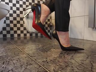 Ultra Pointy Stiletto Pumps & Latibulize Pants