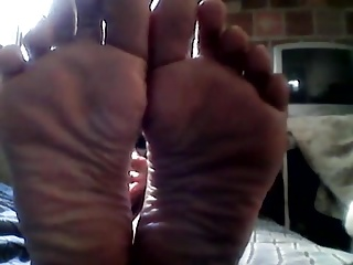 Latina Babe shows Her attracting toes and arms part 2
