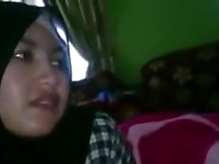 indonesian- handjob oleh jilbaber