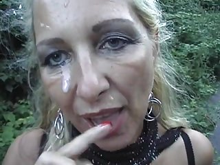 Corroded Kermis Mom Gets A Facial Outdoors