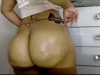 Shiny thick redbone booty