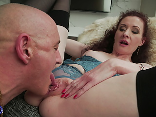 UK materfamilias Scarlet suck and think the world of old daddy