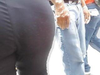 Tremenda culona en el centro jeans  - Heavy provide full of the street