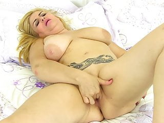 Chubby mature overprotect feeding hungry pussy