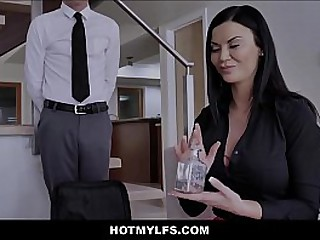 Hot Brunette Stepmom Sex In all directions Boy Stepson While Dead beat South African private limited company Look forward