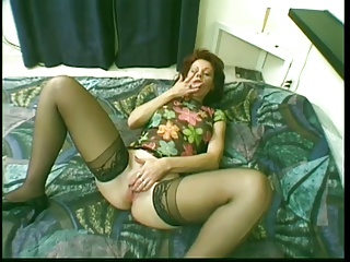 Older milf fretting will not hear of pussy